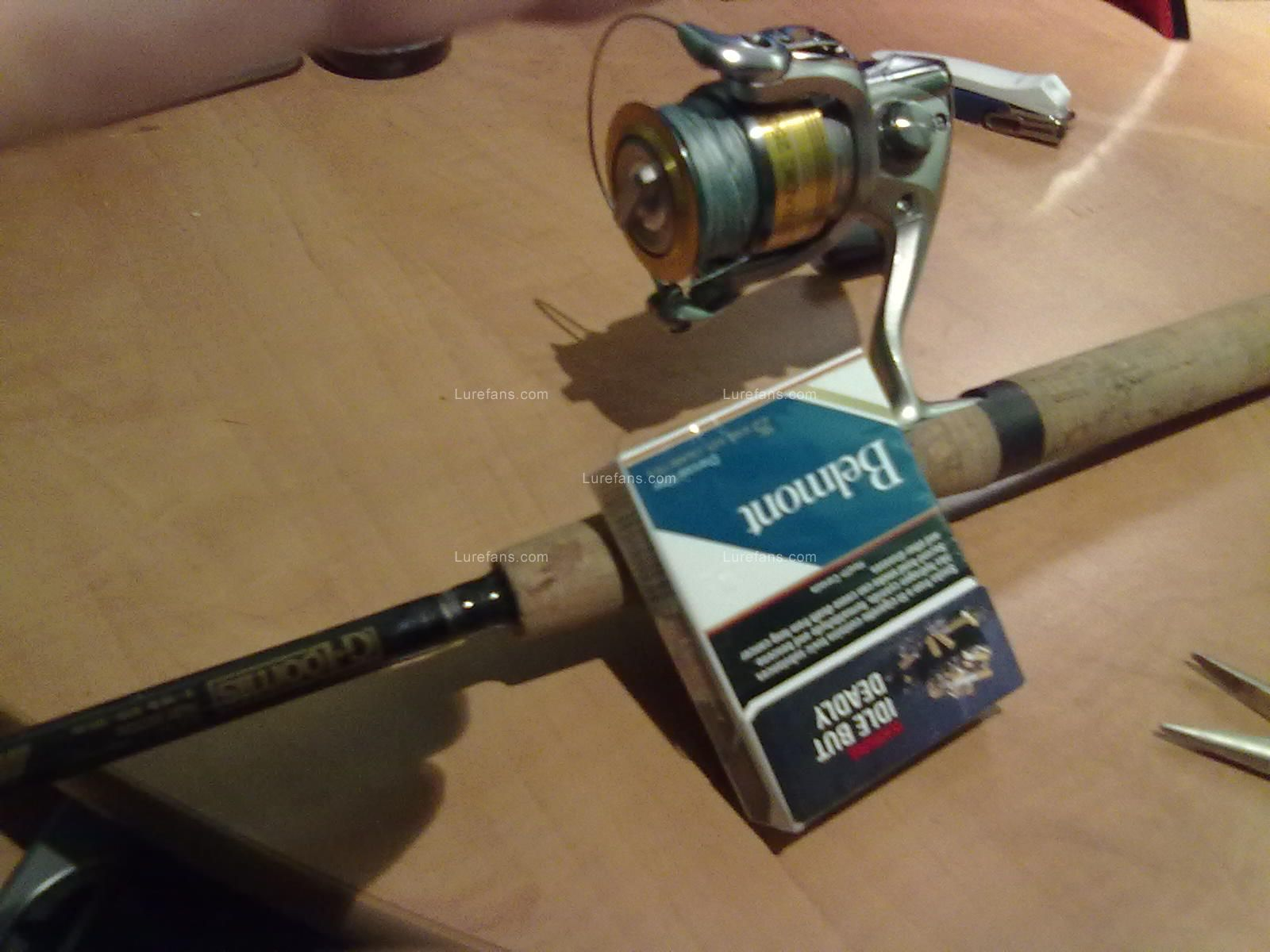 杆是G.Loomis IMX 轮子是Shimano Stradic FI MG Spinning Reel 2500 Right/Left 6.0:1